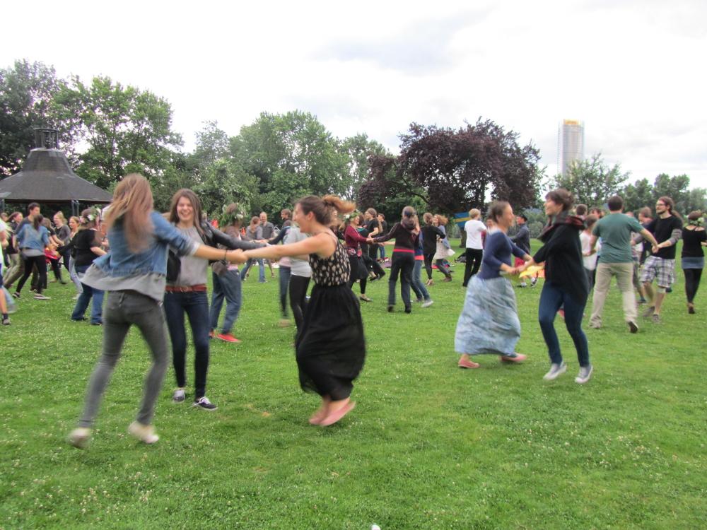 Bonner Studierende wissen, wie man schwedische Feste feiert. Beim Mittsommer herrschte ausgelassene Stimmung.