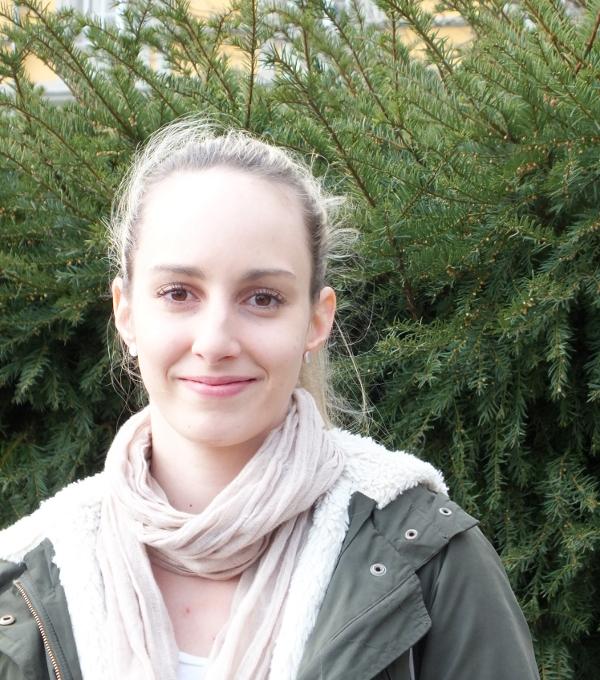 Hochschulvertreterin Julia Schächtle möchte mehr Bonner Studierende für das Projekt begeistern.