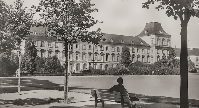 Ohne Turmhelme – das Hauptgebäude Ende der 1950er Jahre (Foto: Unbekannt / Archiv der Rheinischen Friedrich-Wilhelms-Universität)